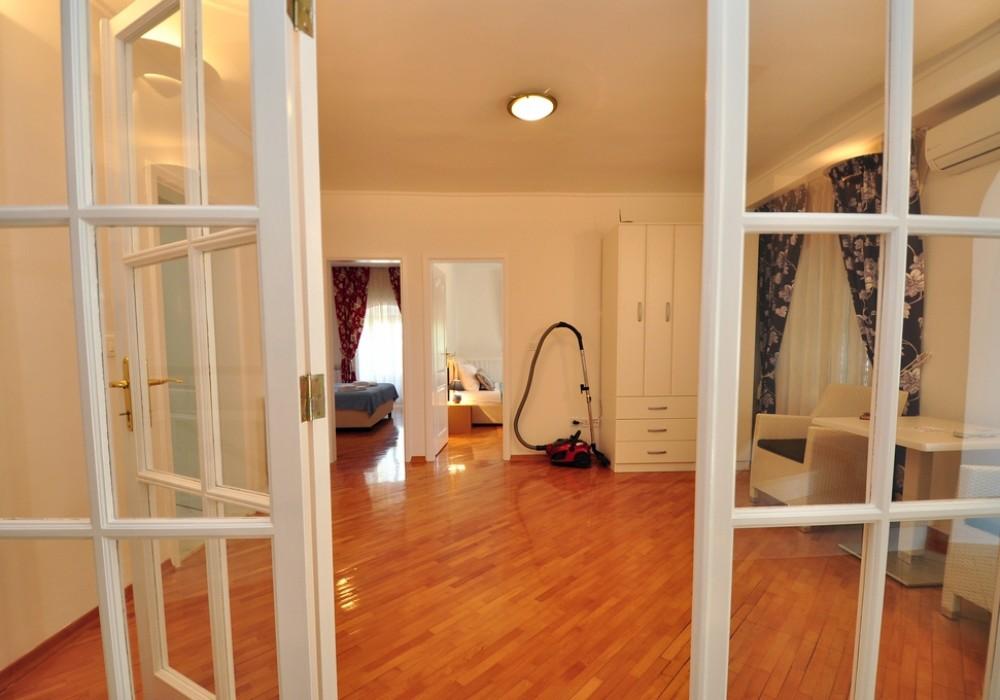 Продаётся 5-комнатная  500.0 кв.м.  за 1 300 000 EUR