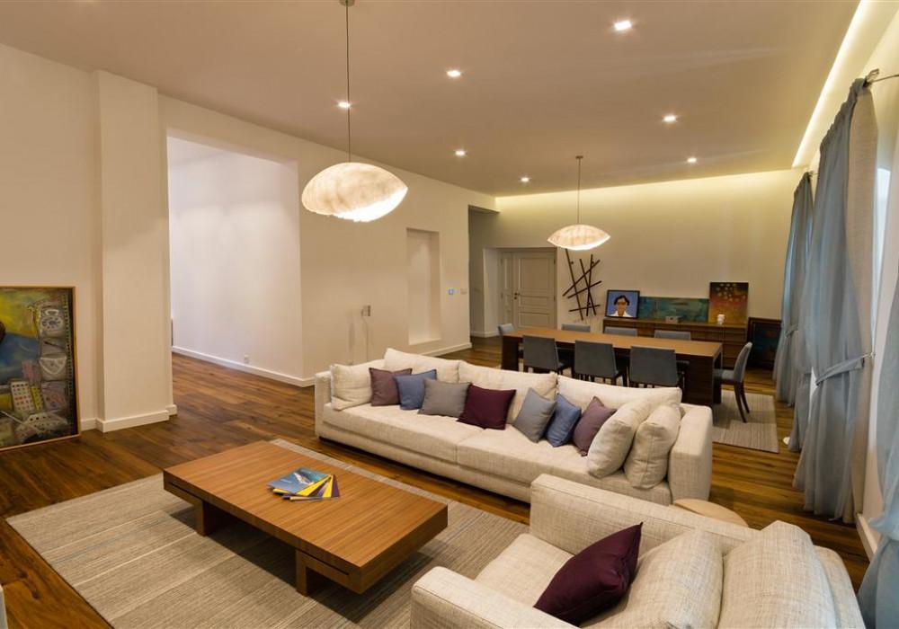 Продаётся 2-комнатная квартира 204.0 кв.м.  за 900 000 EUR