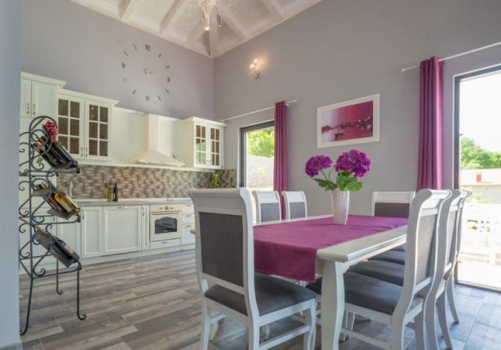 Продаётся 4-комнатная  150.0 кв.м.  за 600 000 EUR
