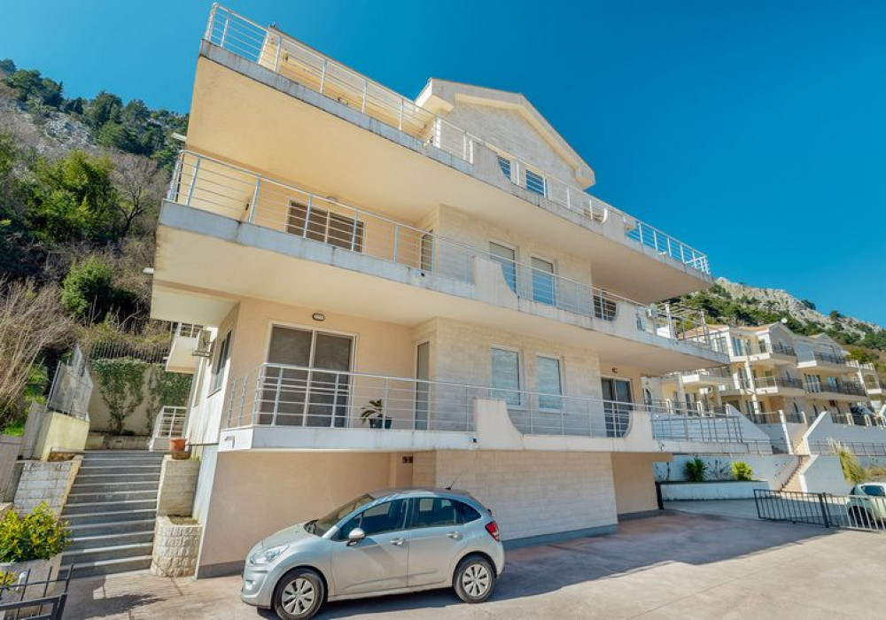 Продаётся 2-комнатная квартира 181.0 кв.м.  за 355 000 EUR