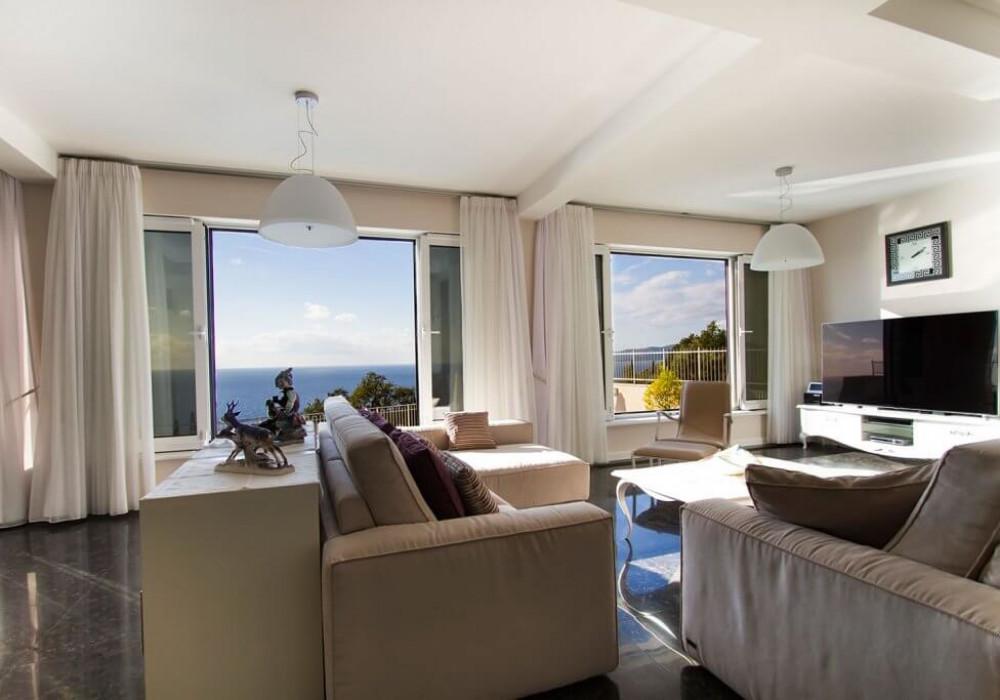 Продаётся 4-комнатная  465.0 кв.м.  за 2 950 000 EUR