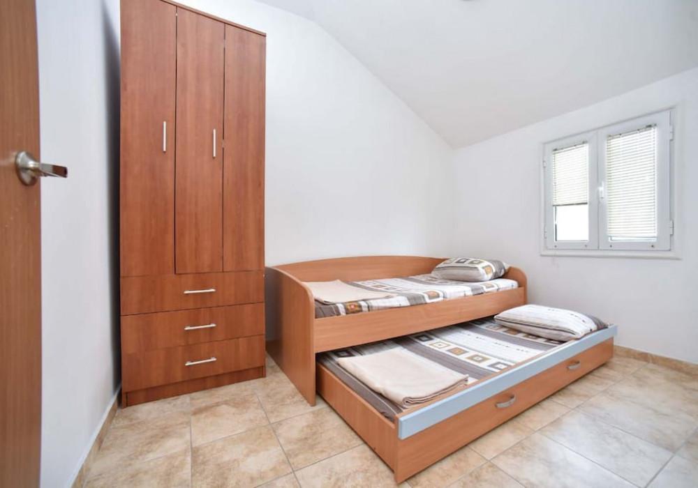 Сдаётся 2-комнатная квартира 64.0 кв.м.  за 400 EUR