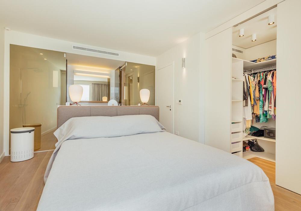 Продаётся 6-комнатная  320.0 кв.м.  за 1 600 000 EUR
