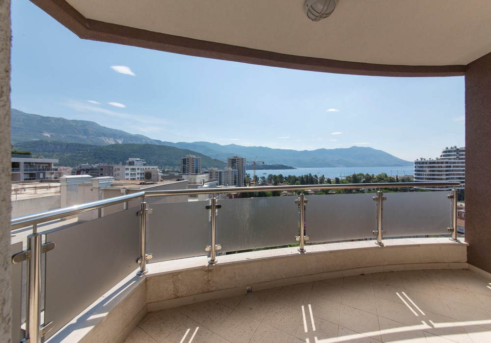 Продаётся 3-комнатная квартира 83.0 кв.м.  за 209 000 EUR