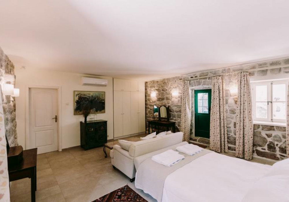 Продаётся 5-комнатная  235.0 кв.м.  за 950 000 EUR