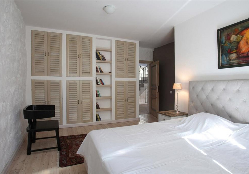 Продаётся 3-комнатная  382.0 кв.м.  за 2 500 000 EUR