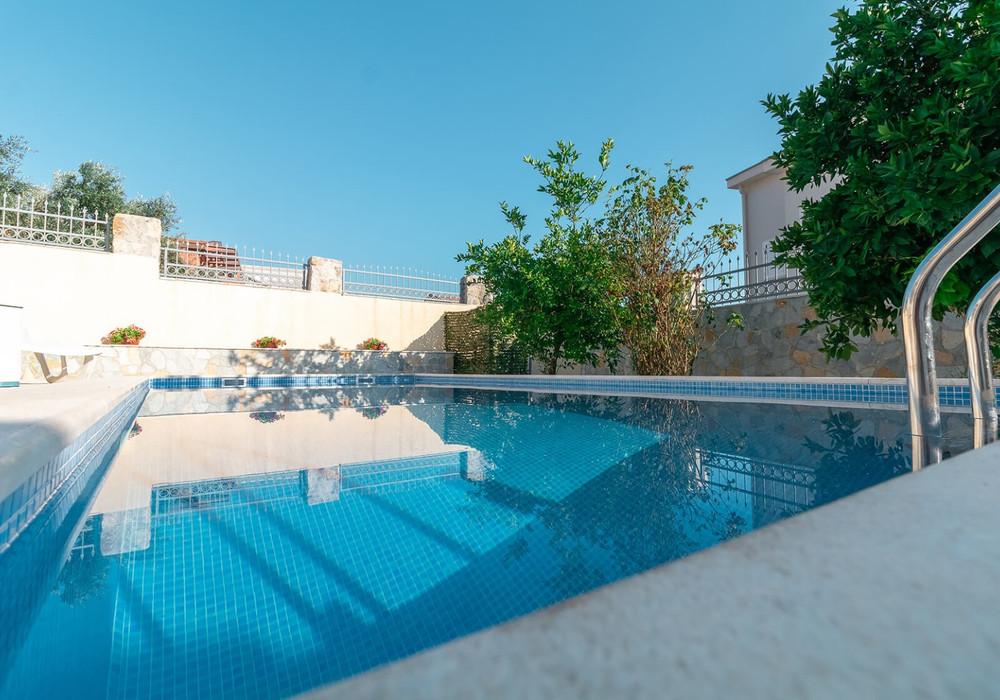 Продаётся 3-комнатная  450.0 кв.м.  за 345 000 EUR