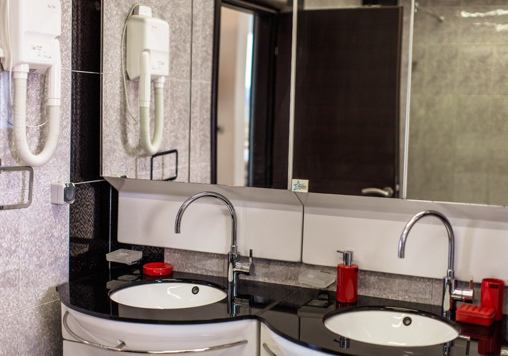 Сдаётся 5-комнатная  300.0 кв.м.  за 340 EUR