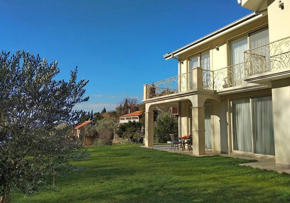 Продаётся 3-комнатная  235.0 кв.м.  за 650 000 EUR