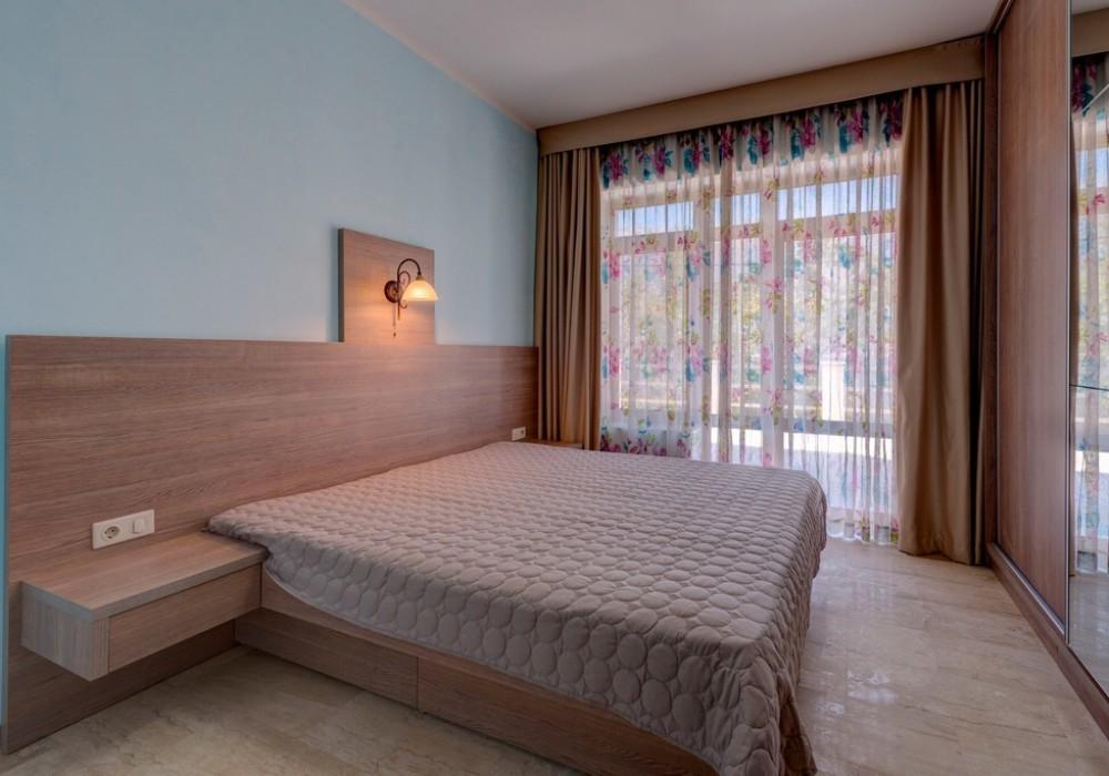 Продаётся 4-комнатная  372.0 кв.м.  за 2 400 000 EUR