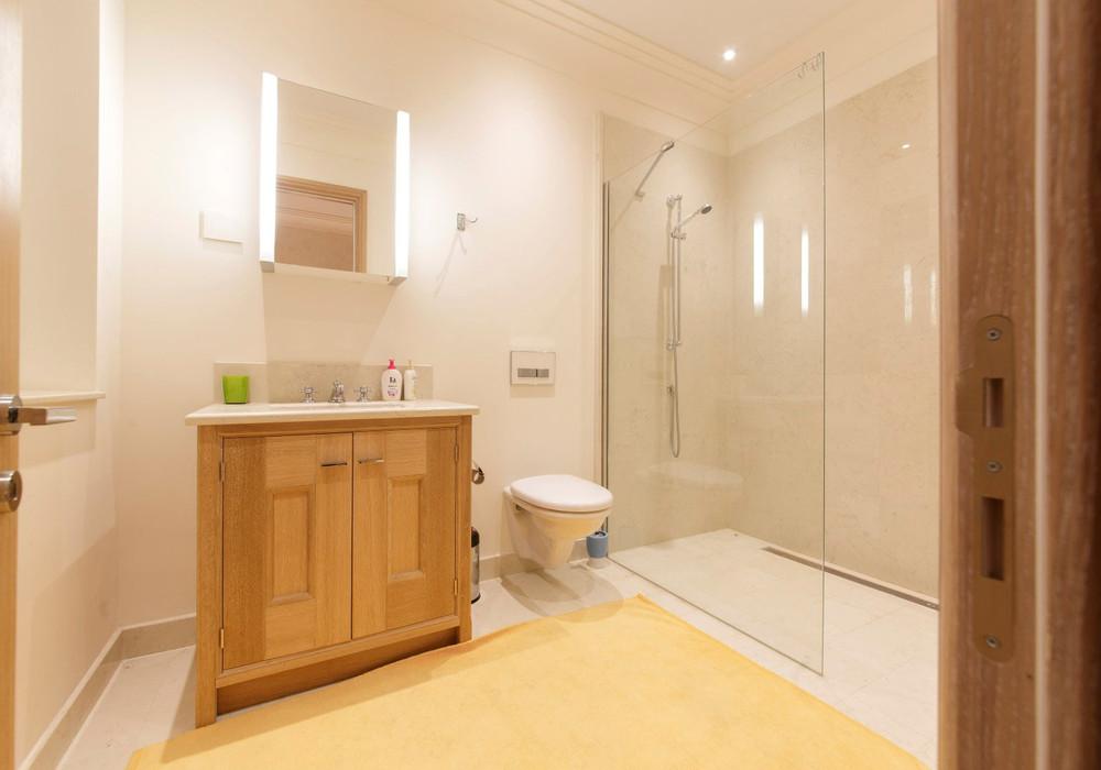 Продаётся 4-комнатная квартира 216.0 кв.м.  за 1 500 000 EUR