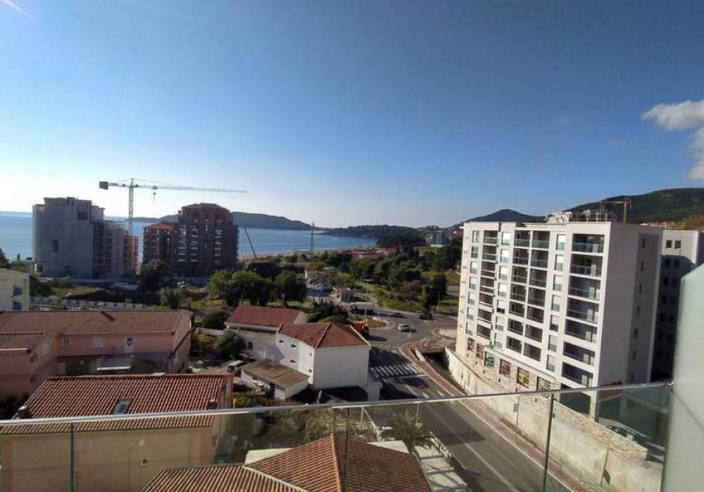 Продаётся 2-комнатная квартира 82.0 кв.м.  за 205 000 EUR
