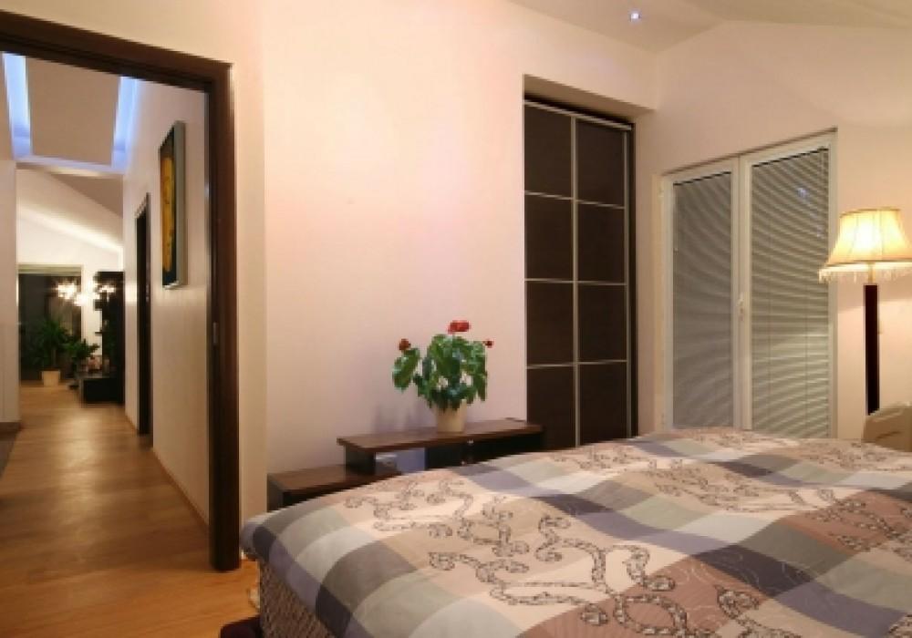 Сдаётся 3-комнатная квартира 300.0 кв.м.  за 3 300 EUR