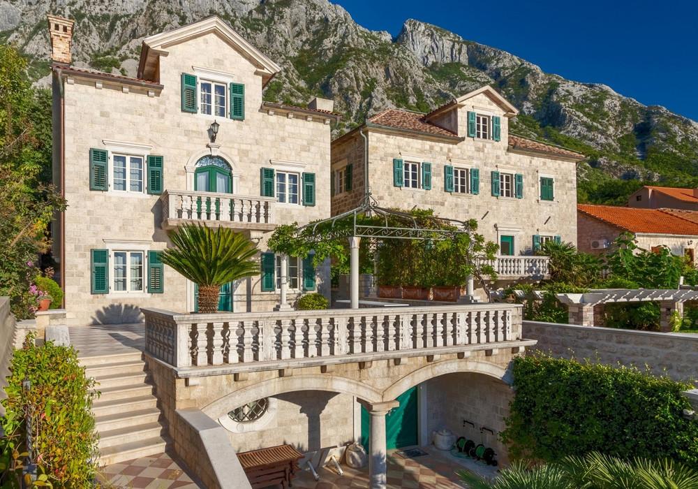 Продаётся 5-комнатная  436.0 кв.м.  за 2 950 000 EUR