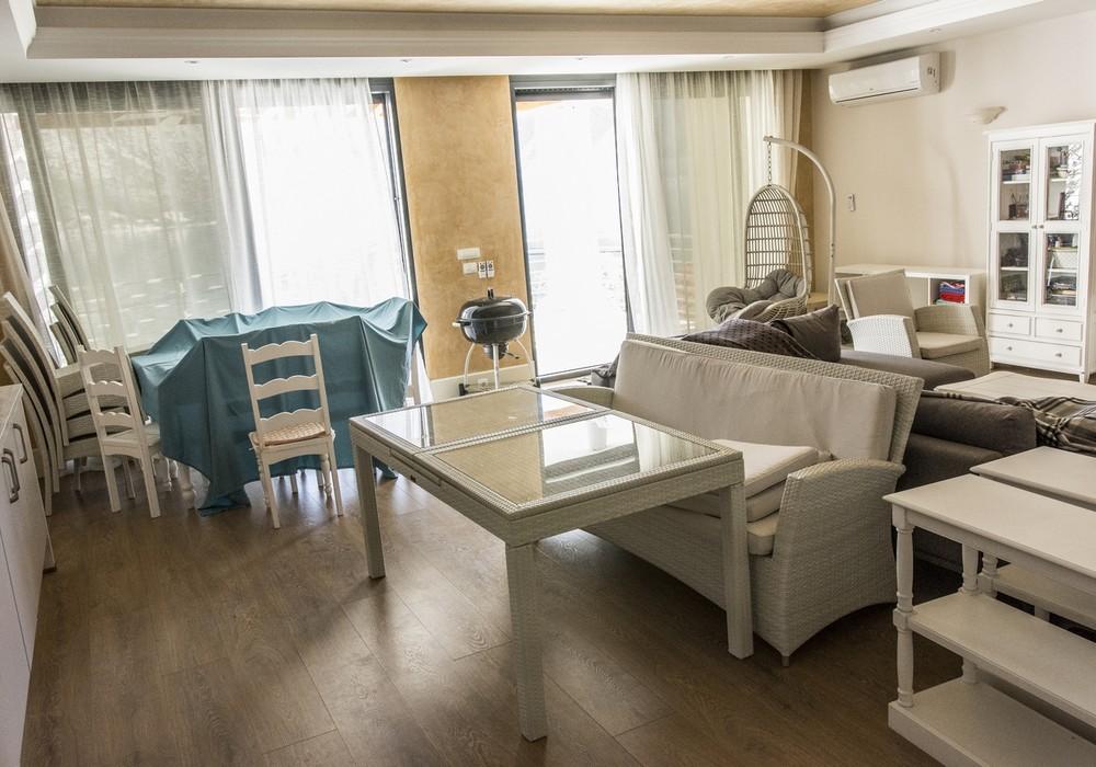 Продаётся 4-комнатная  275.0 кв.м.  за 1 650 000 EUR