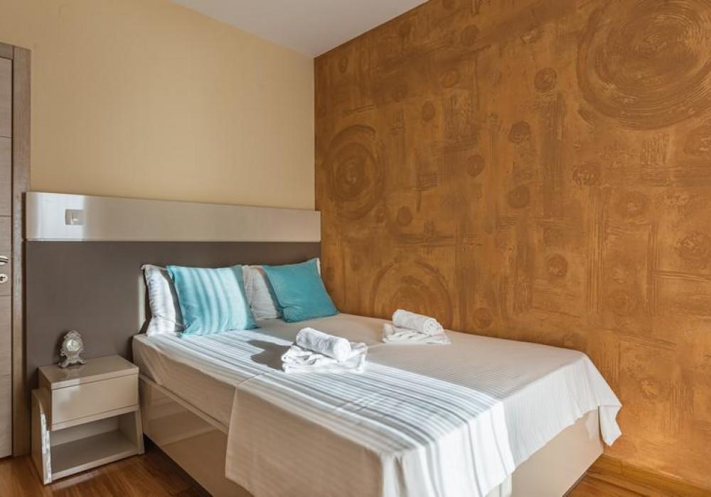 Продаётся 2-комнатная квартира 81.0 кв.м.  за 243 000 EUR