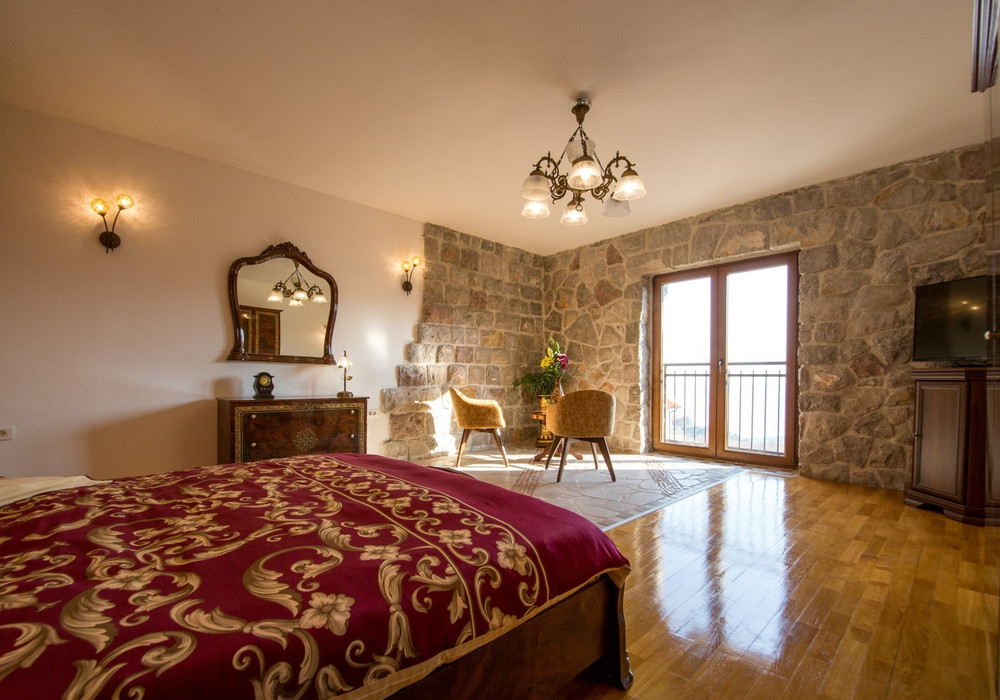 Продаётся 5-комнатная  282.0 кв.м.  за 365 000 EUR