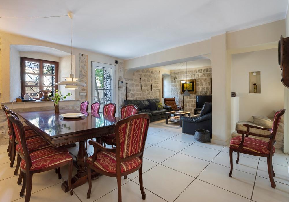 Продаётся  квартира со свободной планировкой 235.0 кв.м.  за 1 300 000 EUR
