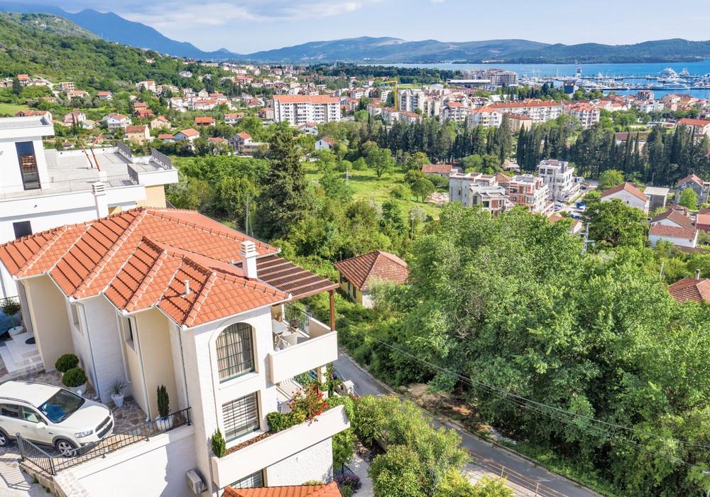 Продаётся 3-комнатная  240.0 кв.м.  за 650 000 EUR
