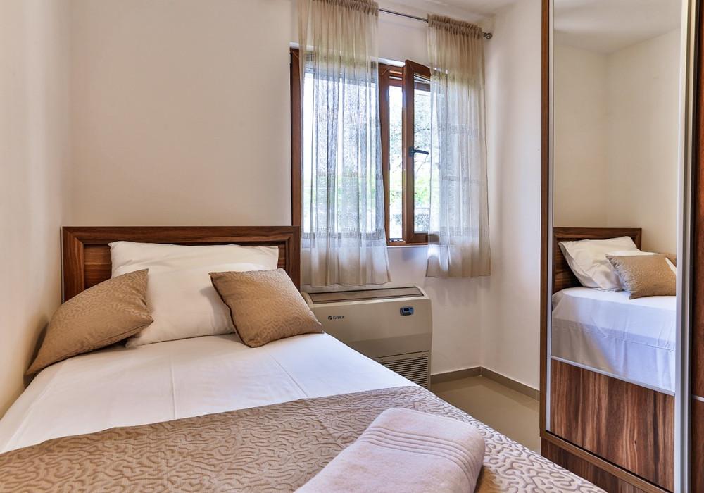 Продаётся 4-комнатная  240.0 кв.м.  за 450 000 EUR