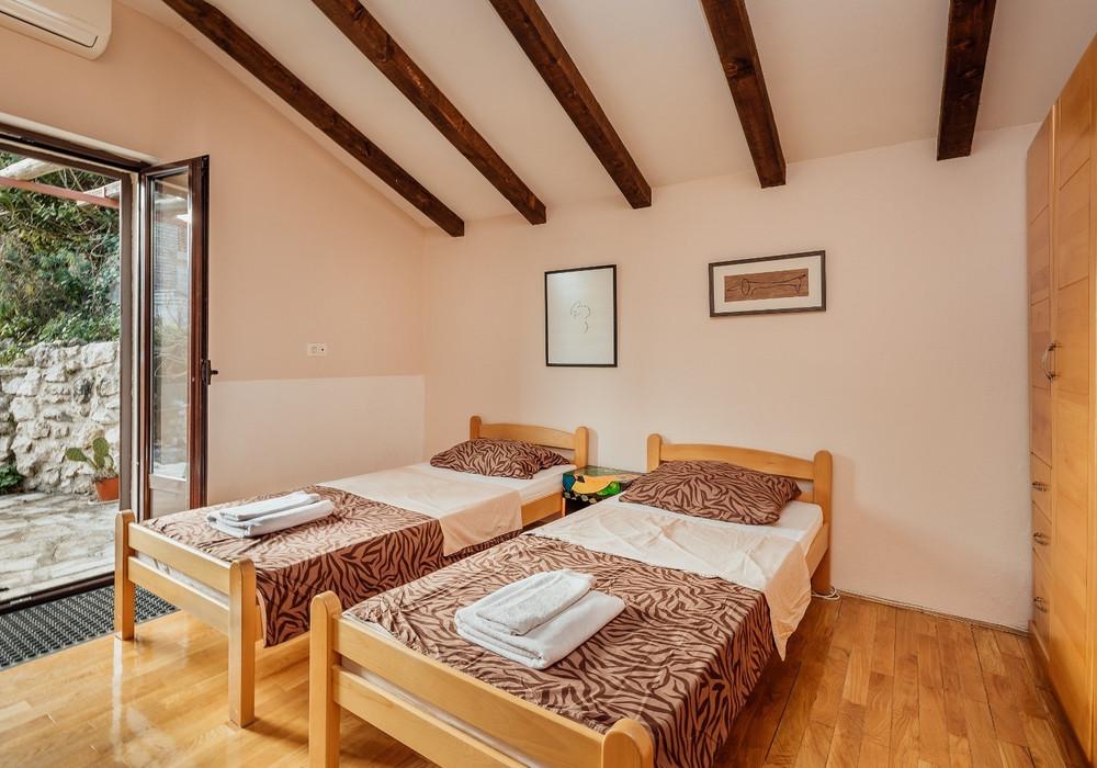 Продаётся 3-комнатная  110.0 кв.м.  за 300 000 EUR