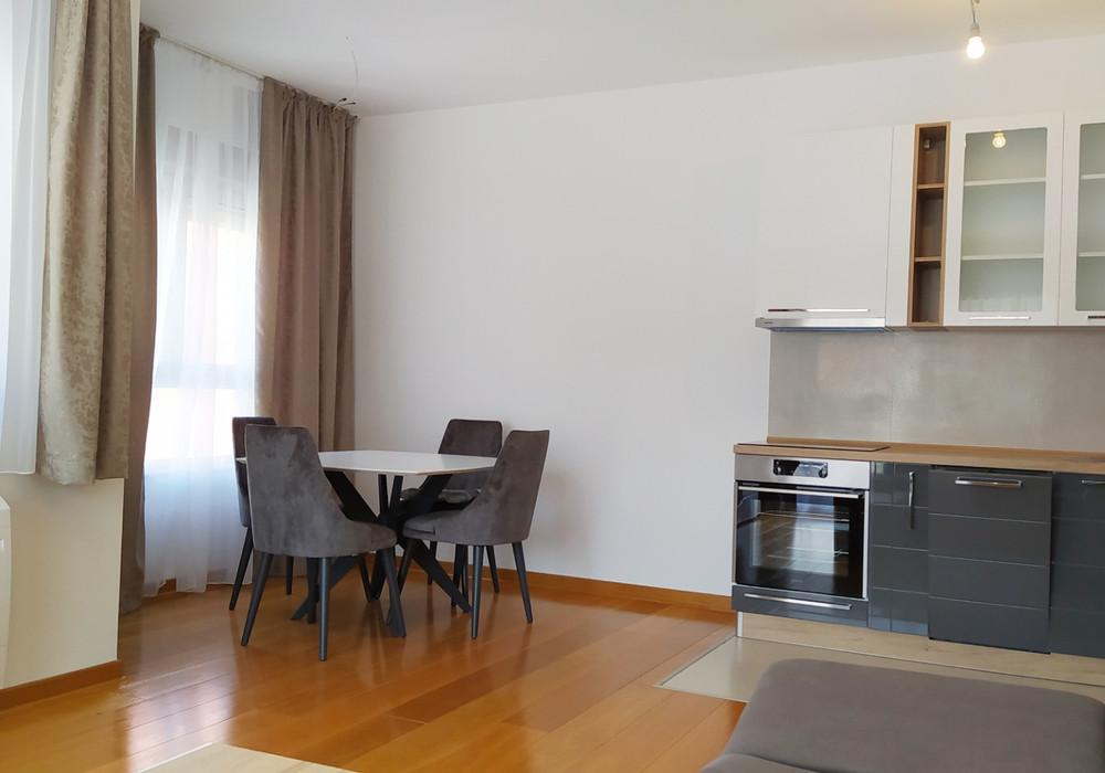 Продаётся 2-комнатная квартира 72.0 кв.м.  за 195 000 EUR