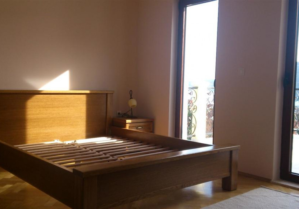 Продаётся 3-комнатная  245.0 кв.м.  за 550 000 EUR