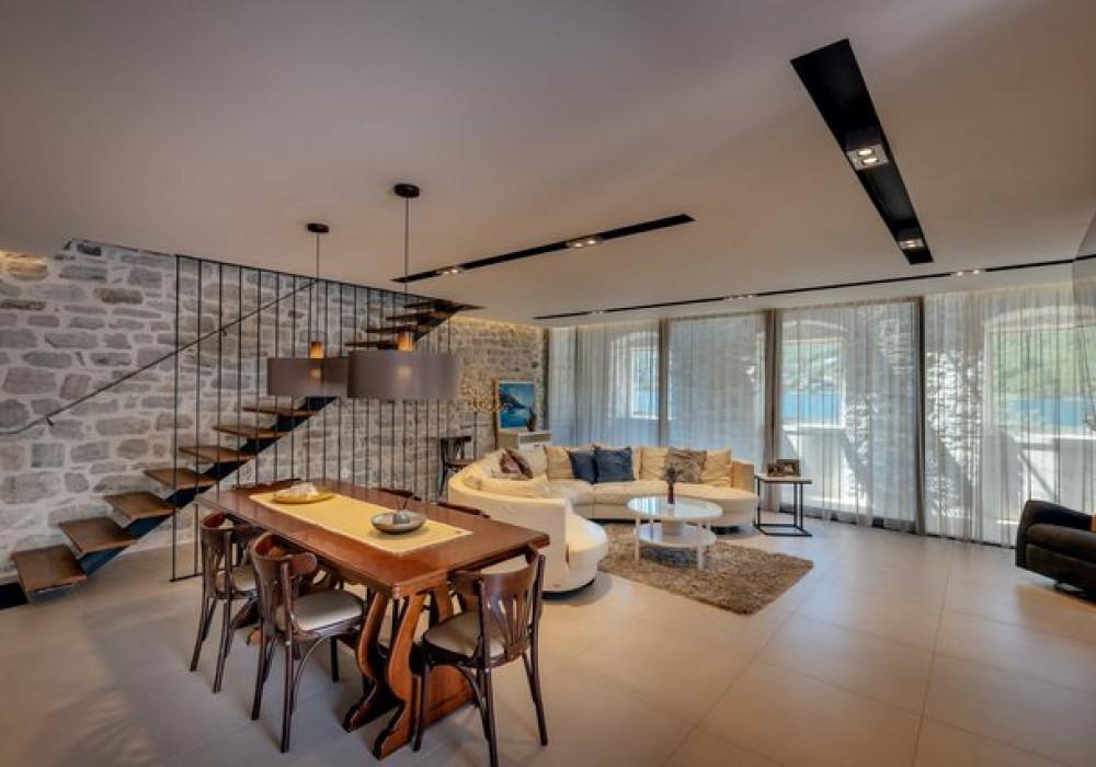 Продаётся 4-комнатная  227.0 кв.м.  за 1 500 000 EUR