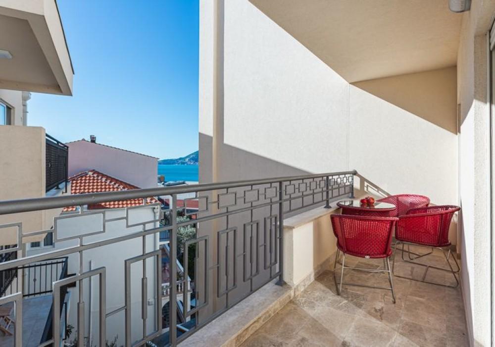 Продаётся 2-комнатная квартира 82.0 кв.м.  за 270 600 EUR