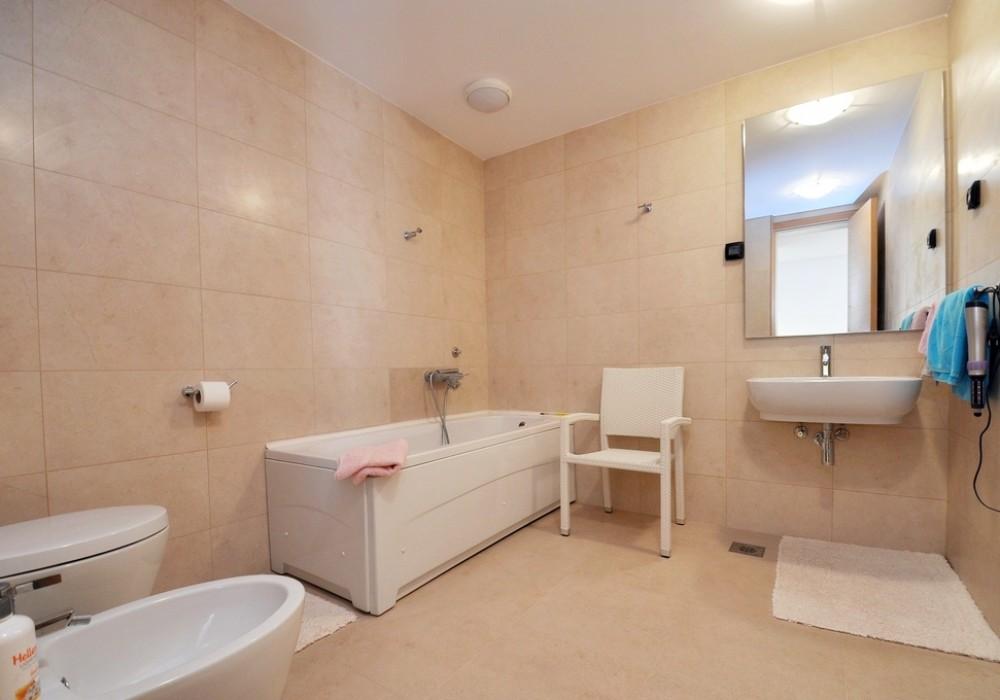 Продаётся 3-комнатная  289.0 кв.м.  за 400 000 EUR