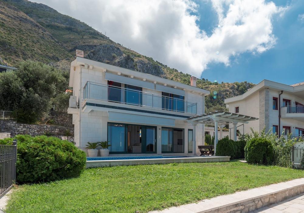 Продаётся 4-комнатная  210.0 кв.м.  за 650 000 EUR