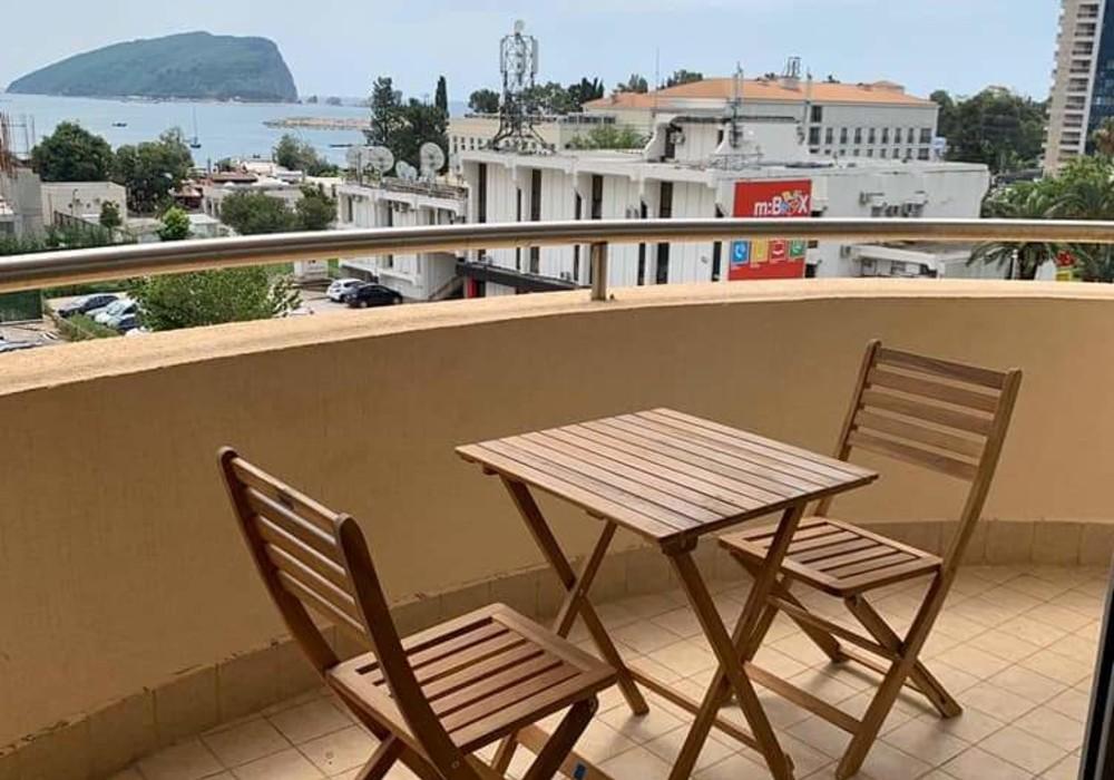 Сдаётся 2-комнатная квартира 80.0 кв.м.  за 1 200 EUR