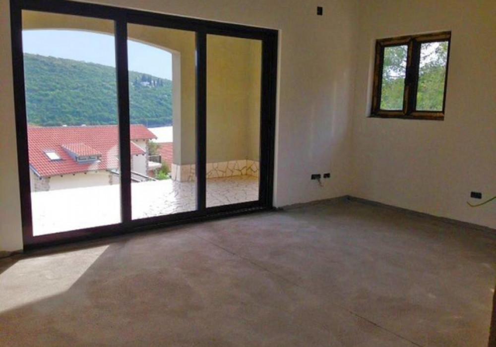 Продаётся 4-комнатная  313.0 кв.м.  за 430 000 EUR