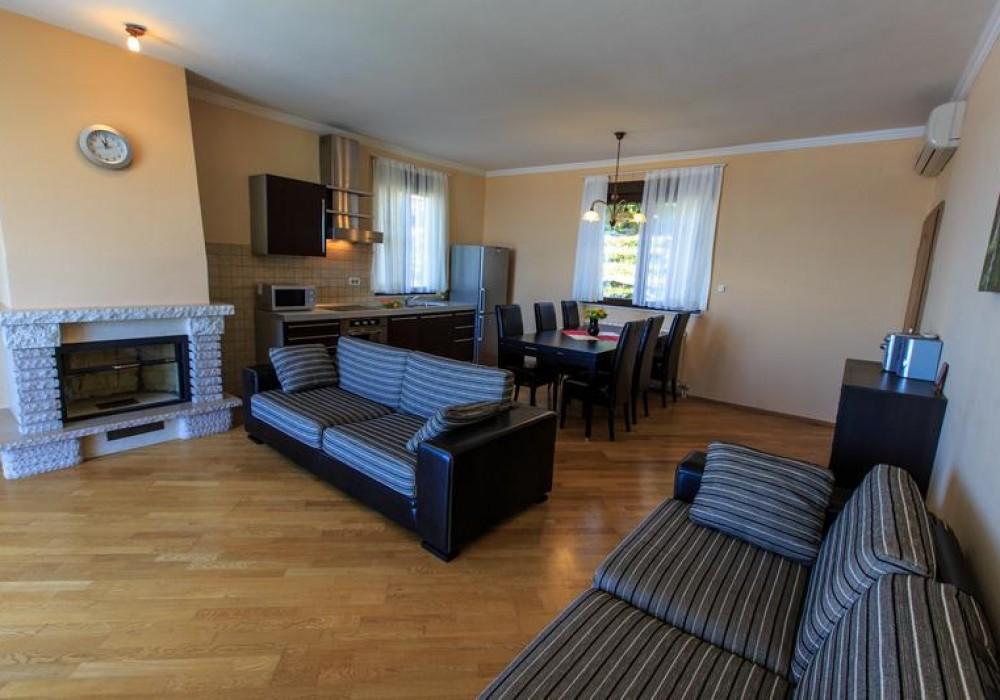 Продаётся 3-комнатная  340.0 кв.м.  за 550 000 EUR