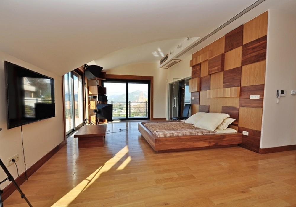 Продаётся 4-комнатная  371.0 кв.м.  за 890 000 EUR
