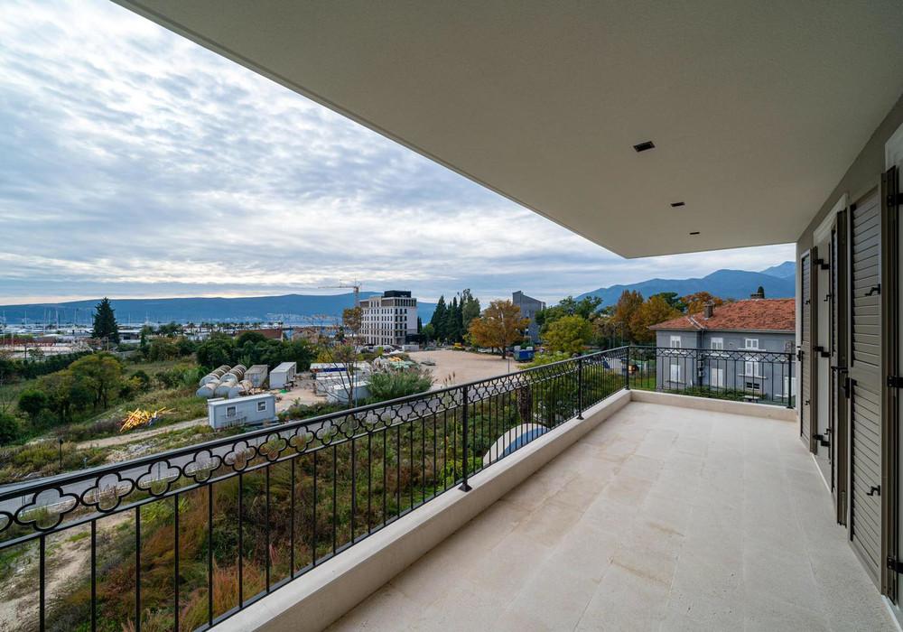 Продаётся 2-комнатная квартира 83.0 кв.м.  за 305 000 EUR