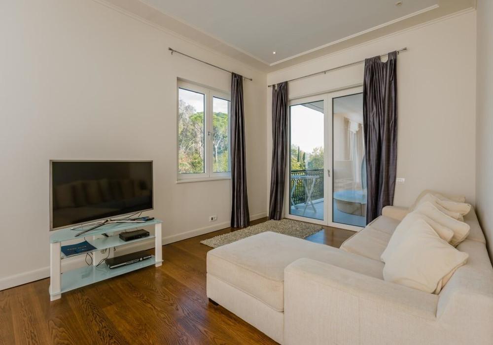 Продаётся  квартира 67.0 кв.м.  за 330 000 EUR