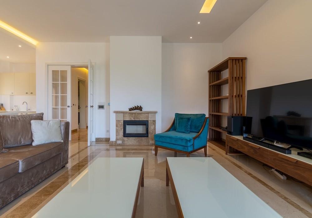 Сдаётся 5-комнатная  300.0 кв.м.  за 490 EUR