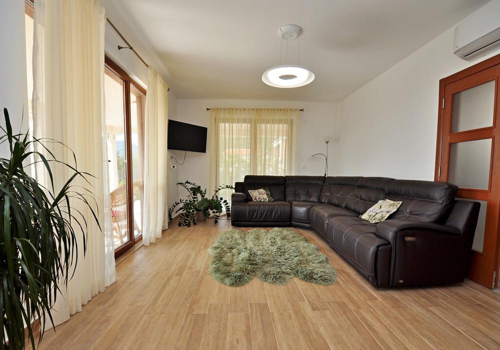 Продаётся 3-комнатная  185.0 кв.м.  за 320 000 EUR