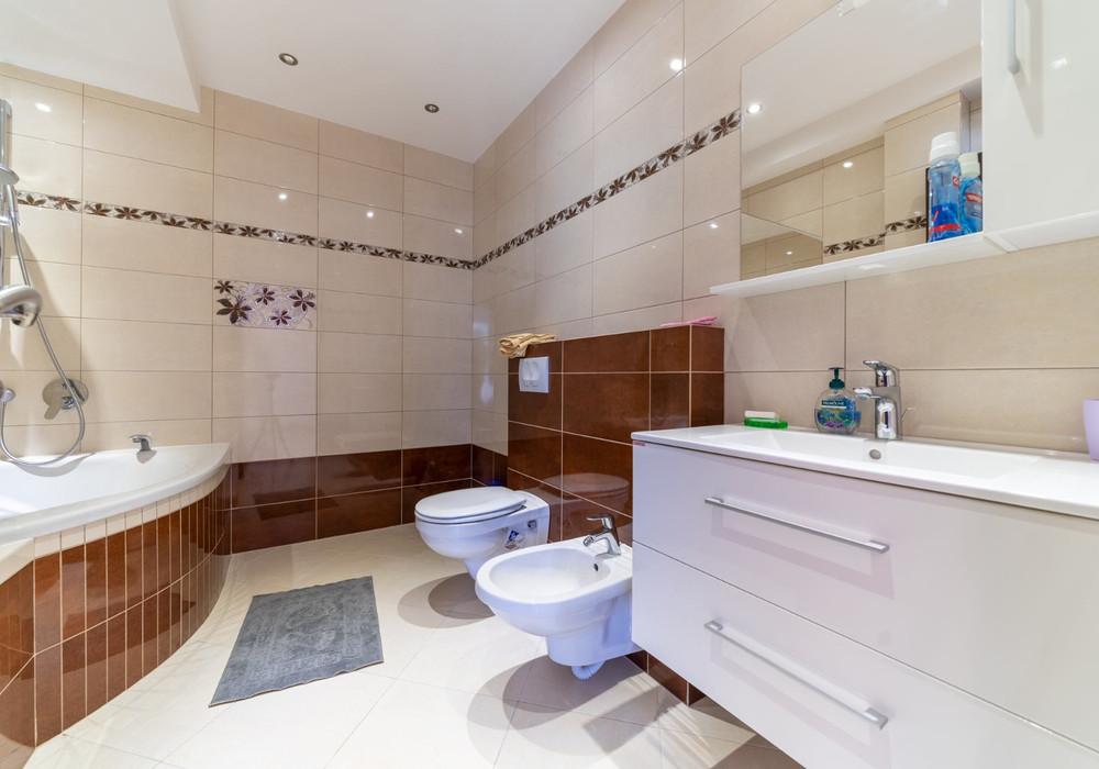 Продаётся 2-комнатная квартира 160.0 кв.м.  за 290 000 EUR