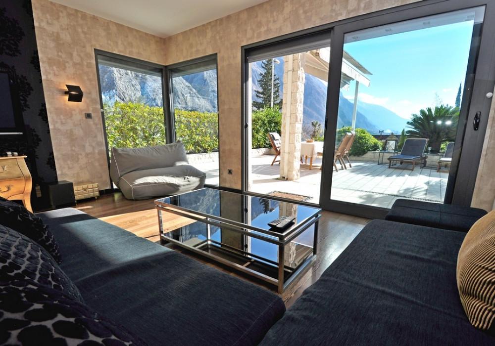 Продаётся 2-комнатная квартира 230.0 кв.м.  за 350 000 EUR