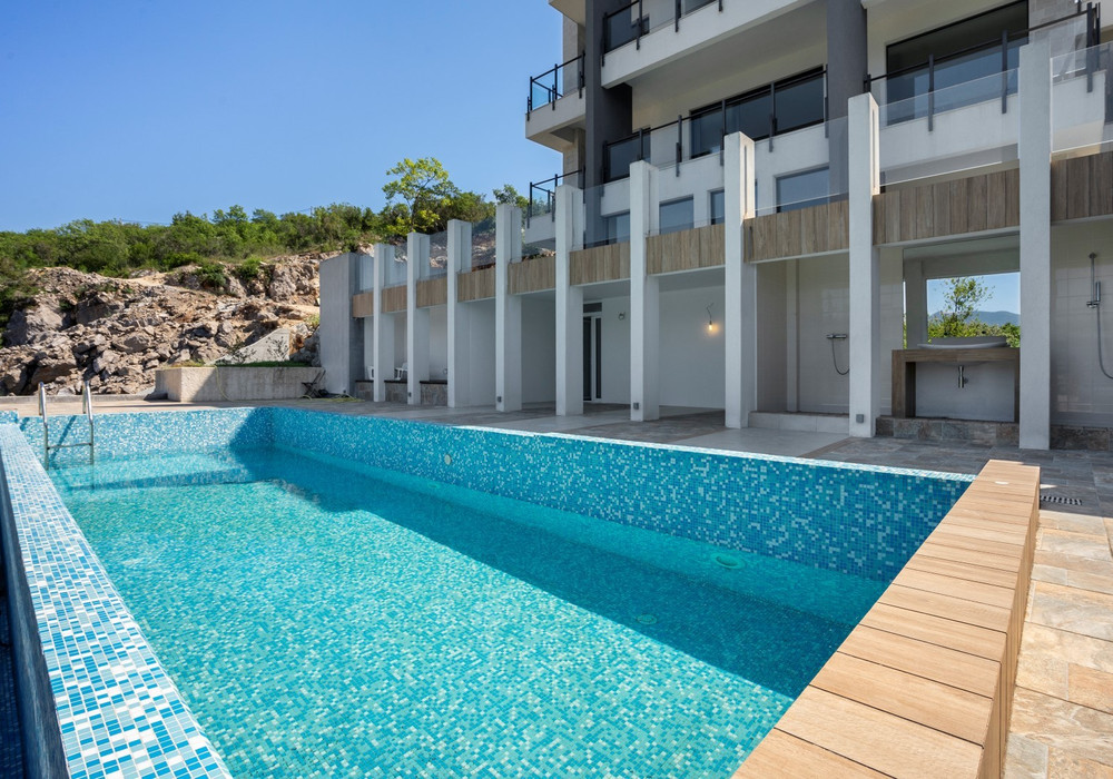 Продаётся 6-комнатная  1000.0 кв.м.  за 4 000 000 EUR