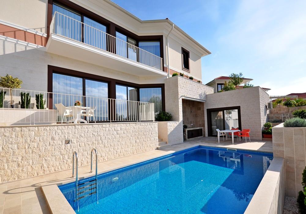 Продаётся 3-комнатная  240.0 кв.м.  за 800 000 EUR
