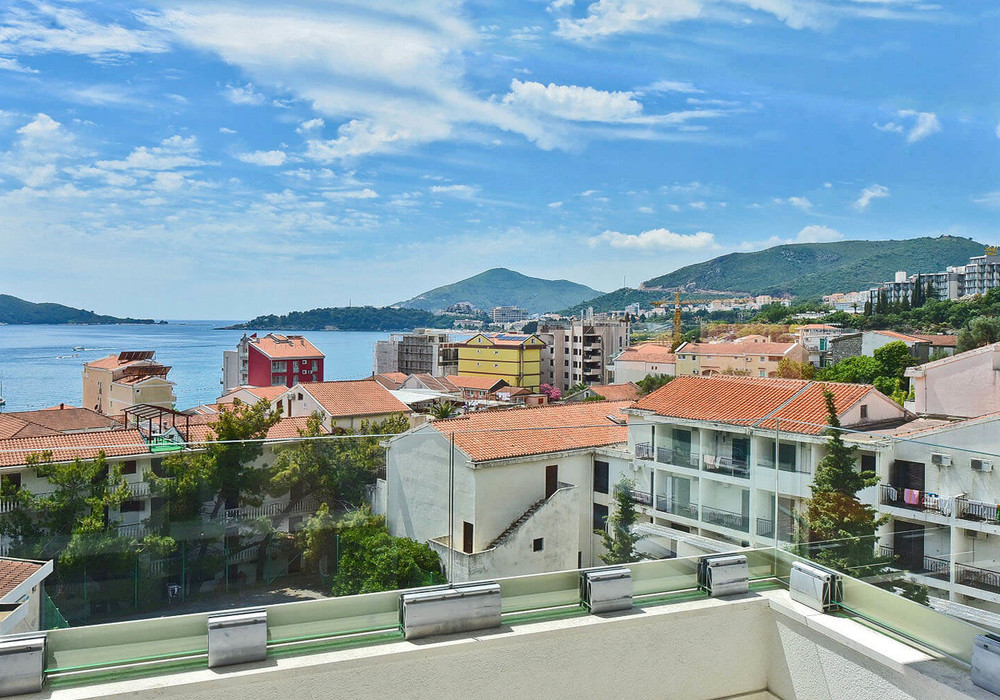 Продаётся 2-комнатная квартира 54.0 кв.м.  за 151 200 EUR