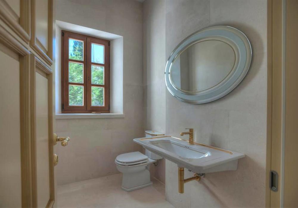 Продаётся 5-комнатная  668.0 кв.м.  за 2 400 000 EUR