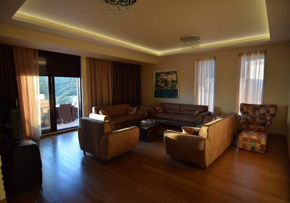 Сдаётся 4-комнатная  500.0 кв.м.  за 3 500 EUR