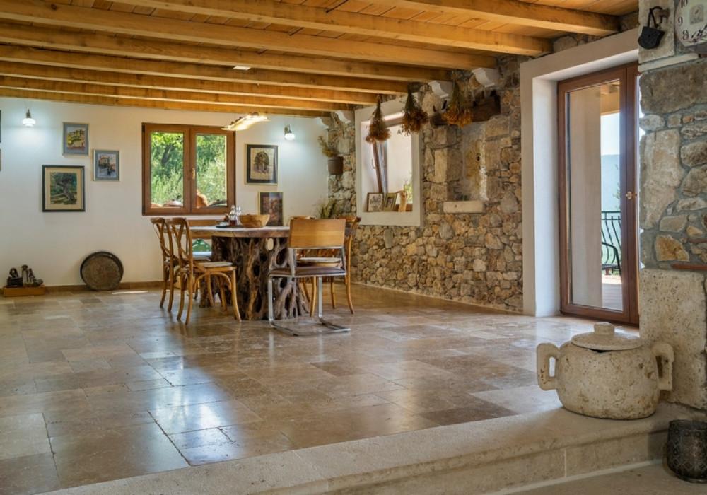 Продаётся 3-комнатная  356.0 кв.м.  за 750 000 EUR