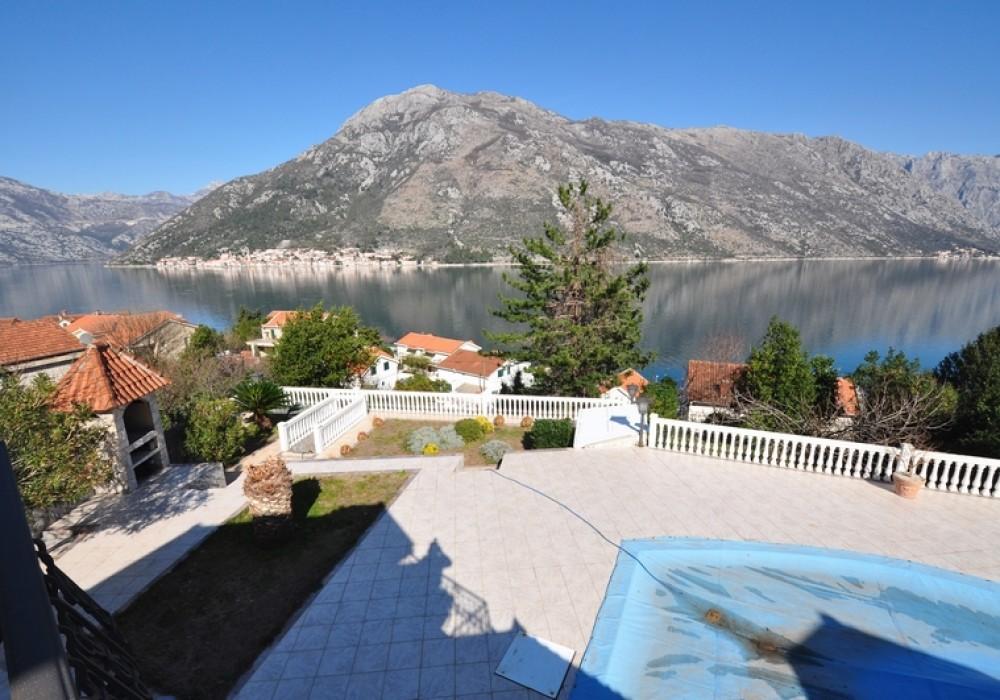 Продаётся 4-комнатная  751.0 кв.м.  за 1 050 000 EUR