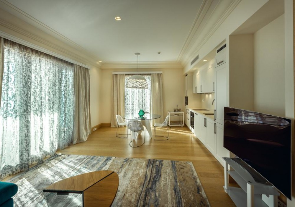 Продаётся 2-комнатная квартира 123.0 кв.м.  за 1 100 000 EUR