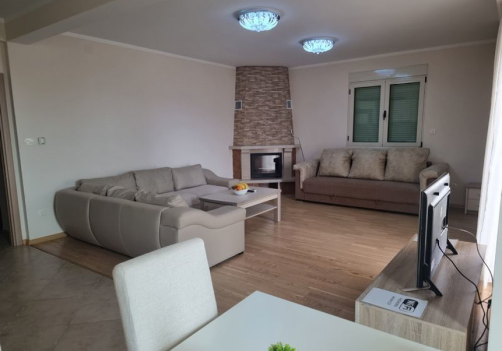 Сдаётся 2-комнатная квартира 94.0 кв.м.  за 80 EUR